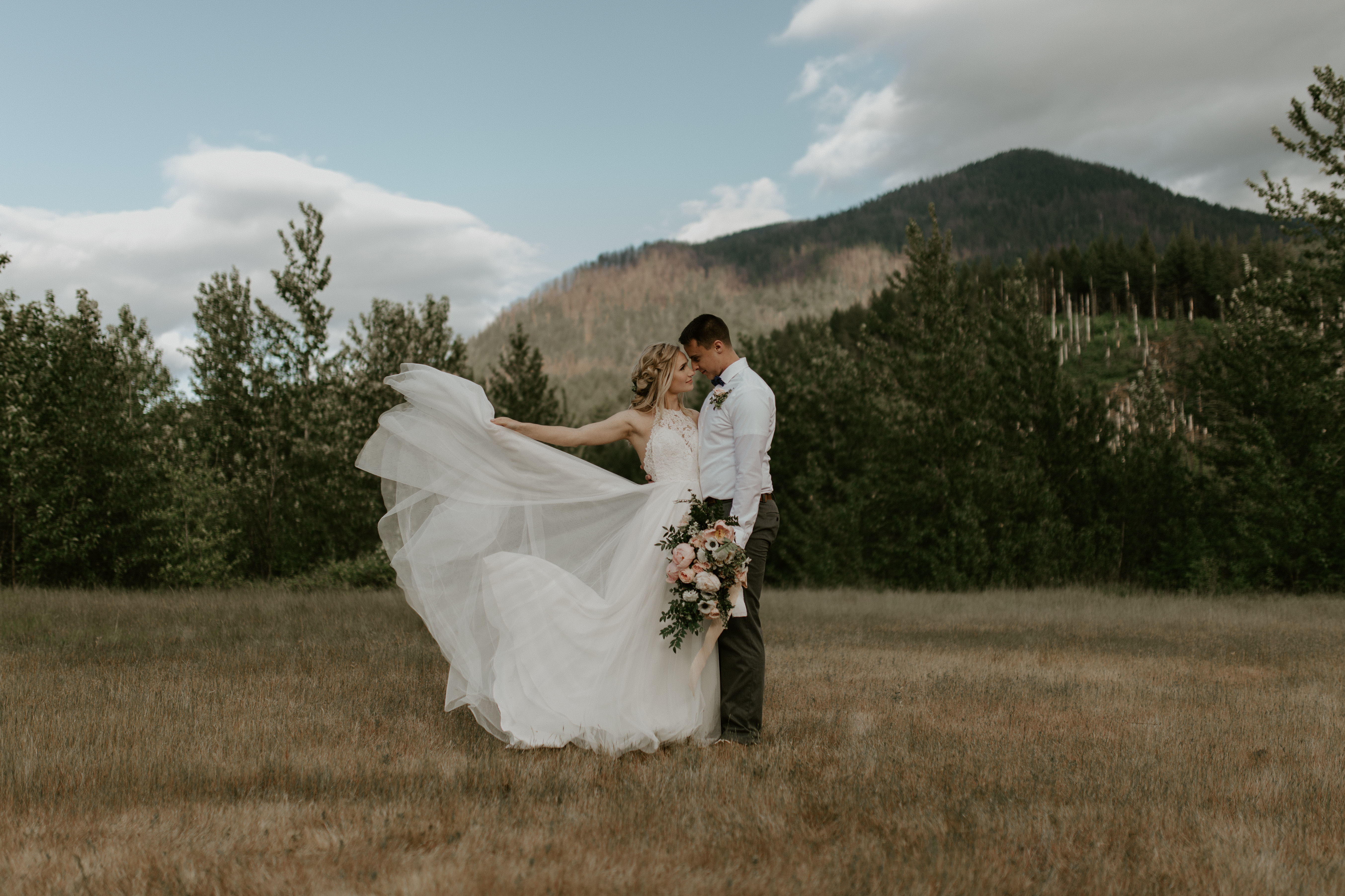Cascade Locks Elopement Shoot in Oregon.